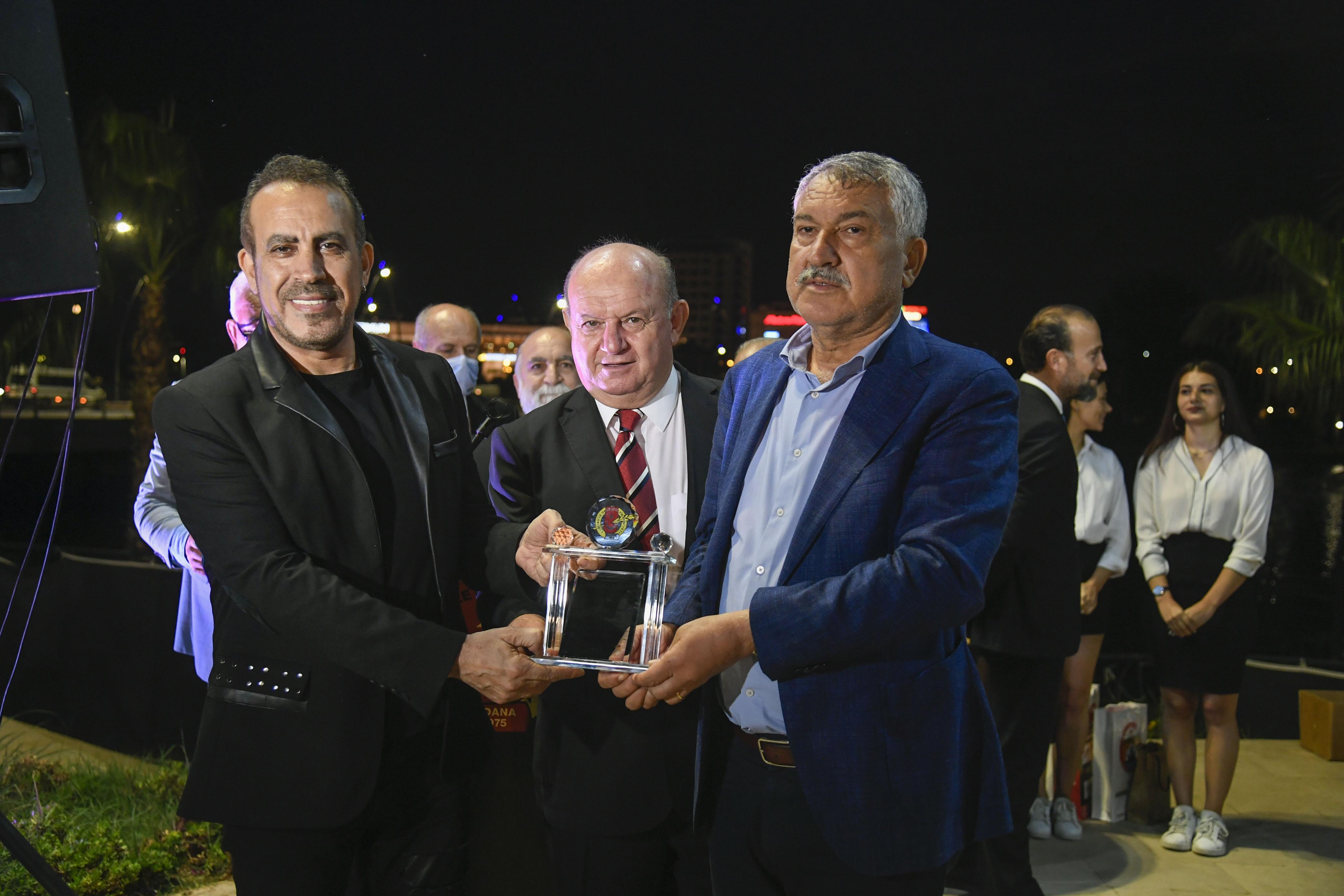 Başkan Zeydan Karalar'dan Haluk Levent'e Onur Ödülü